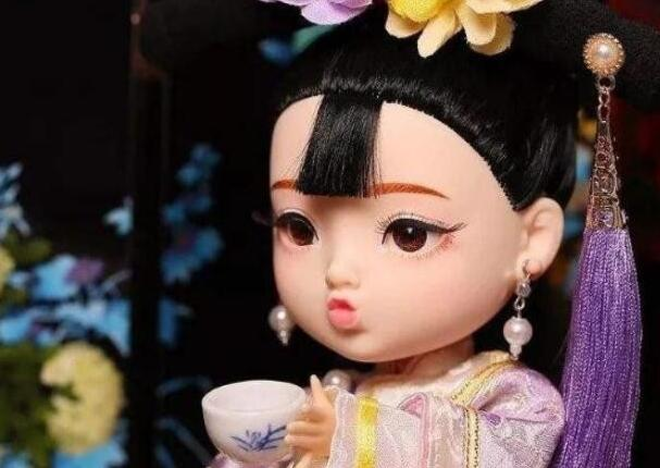 故宫娃娃被下架 售价599元被指与某品牌类似